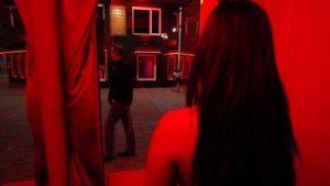 prostituee-achter-een-raam